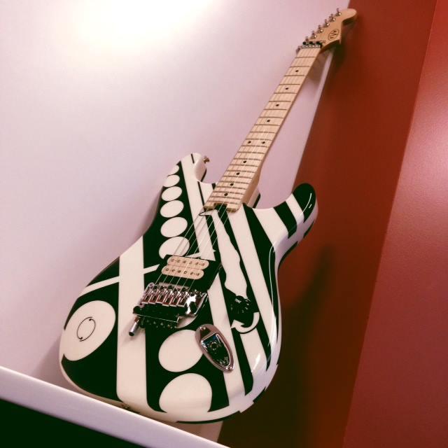 EVH_Circles_guitar_Front_2