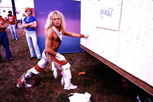 Orlando_1981_DLR_Stretching_backstage