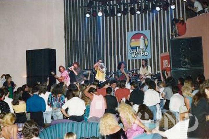 Cabo_Wabo_grand_opening_1990_Sammy_Hagar_Van_Halen_VHND_3