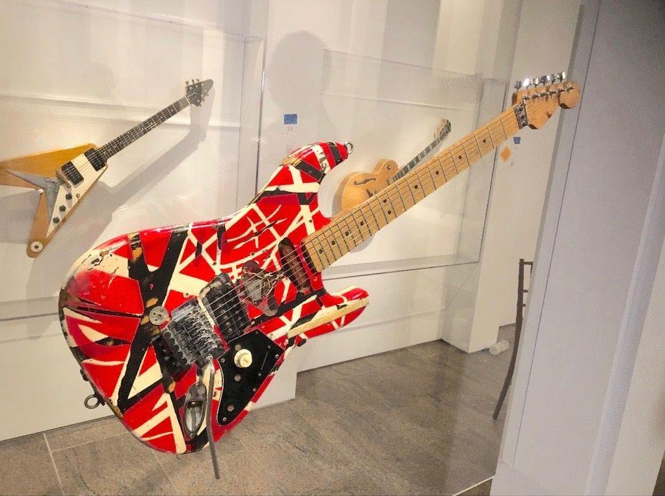 Eddie_Van_Halen_Frankenstein_guitar _MET_Metropolitan_Museum_Art_3