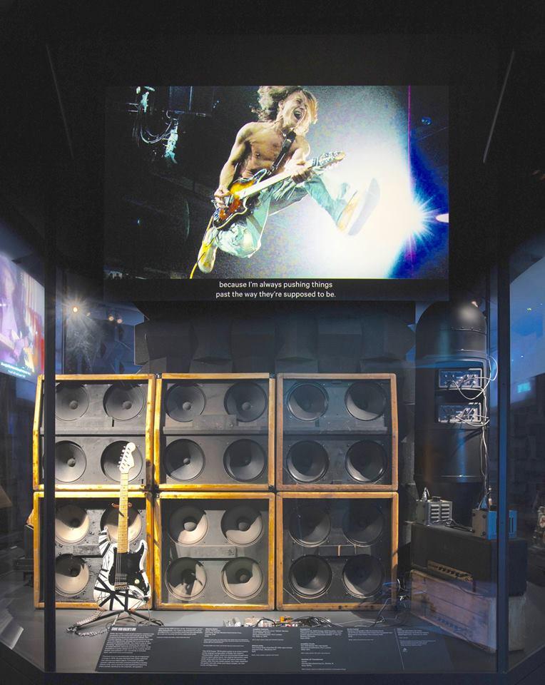 Eddie_Van_Halen_Frankenstein_guitar _MET_Metropolitan_Museum_Art_4